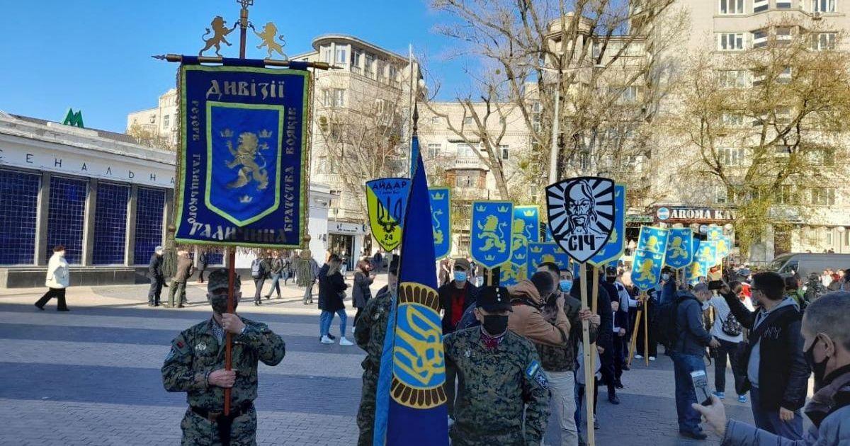 """Поліція склала протокол на учасника маршу на честь створеннядивізії СС """"Галичина""""через нацистське вітання"""