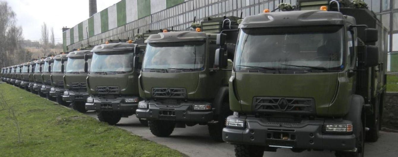 Українська армія отримала нові вантажівки від світового виробника