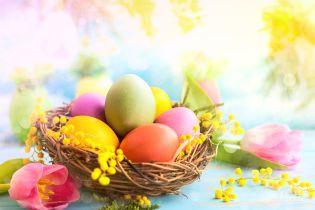 Оригінальний і простий спосіб пофарбувати яйця на Великдень