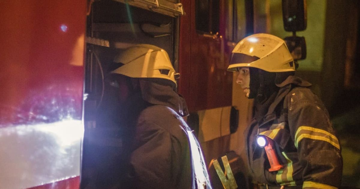В центре Киева вспыхнула многоэтажка: спасатели эвакуировали 20 человек