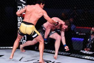 """За пів хвилини: бразильський """"Мутант"""" відправив суперника у важкий нокаут надпотужною серією ударів (відео)"""