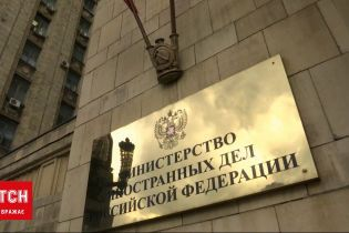 Новини світу: посольство США в Росії припиняє видавання еміграційних віз