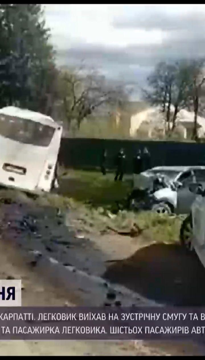 Новини України: на Прикарпатті легковик лобом у лоб зіткнувся з рейсовим автобусом