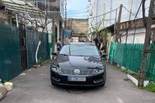 В Одесі водій автомобілю просто у дворі збив насмерть жінку