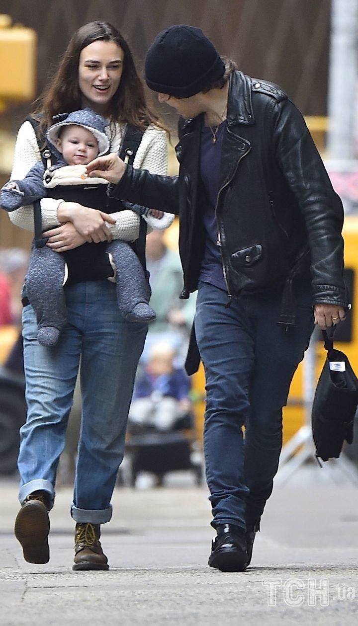 Кира Найтли с мужем и старшей дочерью Эди
