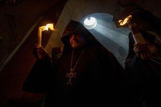 Сходження Благодатного вогню: ексклюзивний репортаж з храму, де щороку стається великоднє диво