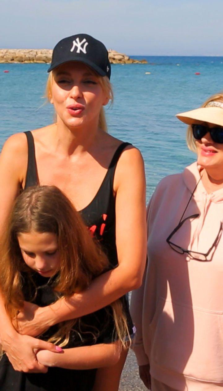Оля Полякова на отдыхе в Турции: как выглядит девчачье царство