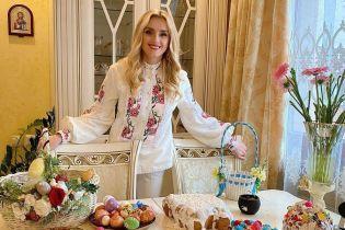 Вітвіцька у мандрах, а Федишин вдома із сім'єю: як українські зірки святкують Великдень