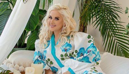 В платье-вышиванке и цветочном венке: Екатерина Бужинская в роскошном образе поздравила всех с Пасхой
