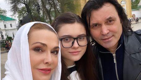 Ольга Сумская опубликовала снимки с семьей и похвасталась яйцами, окрашенными оригинальным способом