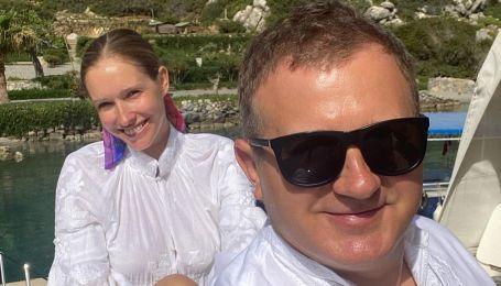 Наслаждается отдыхом: беременная Катя Осадчая поделилась снимком в купальнике