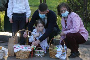 Карантинний Великдень: як українці освячували святкові кошики та чи дотримувалися обмежень