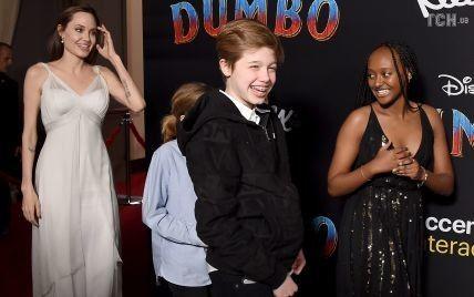 13-летняя дочь Джоли и Питта начала подготовку к смене пола - СМИ