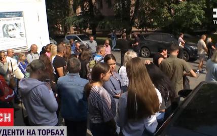 Скандал у медуніверситеті Києва: першокурсників відмовилися поселяти до гуртожитку