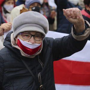 Все больше белорусов покидает страну: названа причина