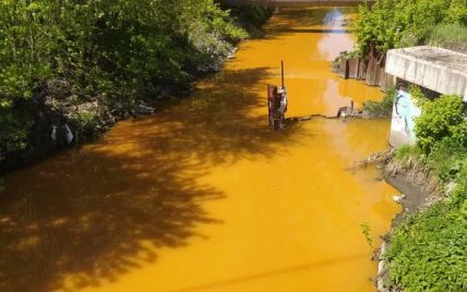 Почему река Лыбидь в Киеве стала ядовито-желтой: обнародованы результаты анализа проб воды