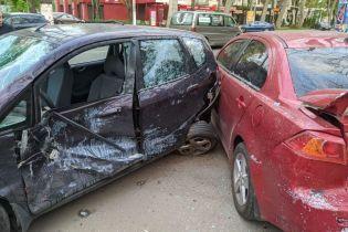 Пропустив пішохода і потрапив у ДТП: в Одесі під час зіткнення авто постраждали двоє осіб (фото)