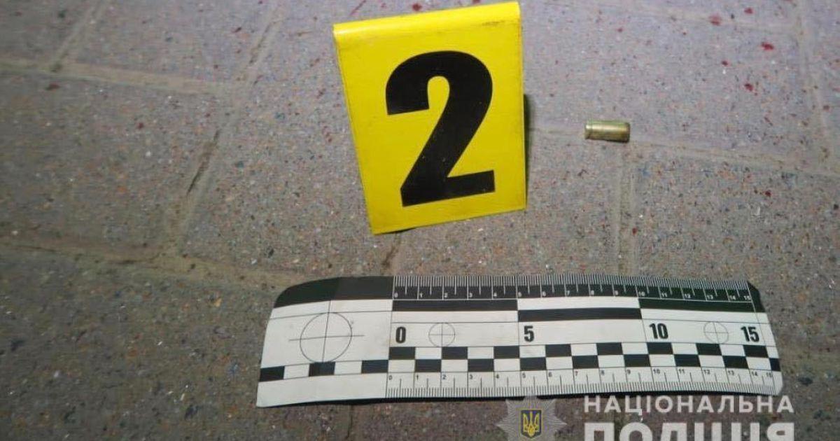 В Ивано-Франковской области мужчина устроил стрельбу на АЗС: есть раненые