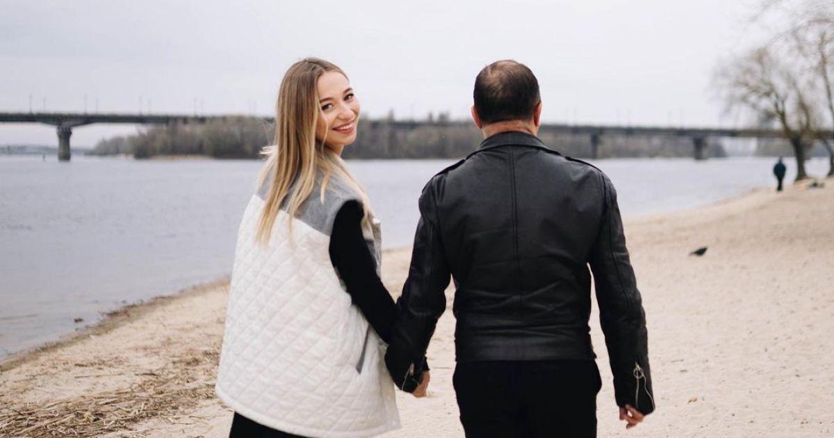 """Дружина Віктора Павліка вперше заговорила про стосунки з """"неврівноваженим"""" батьком"""