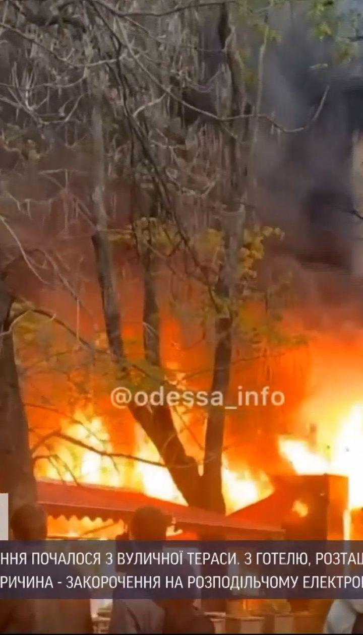 Новини України: у середмісті Одеси загорівся ресторан