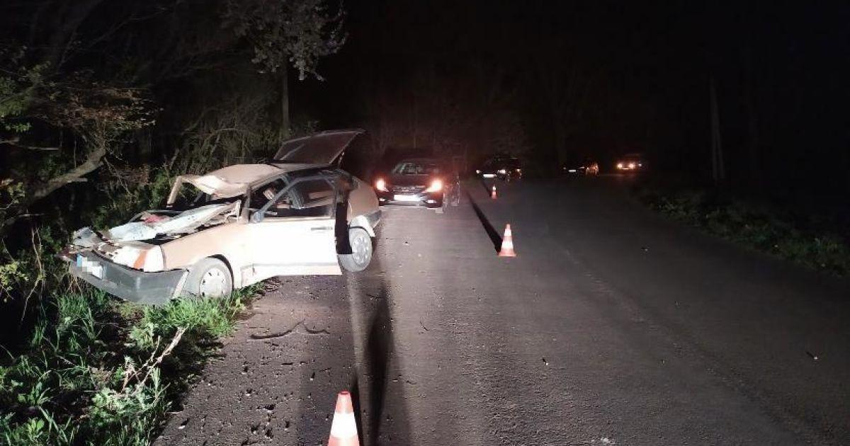 Водитель под наркотиками влетел в дерево во Львовской обасти: в результате ДТП погибла его жена (фото)