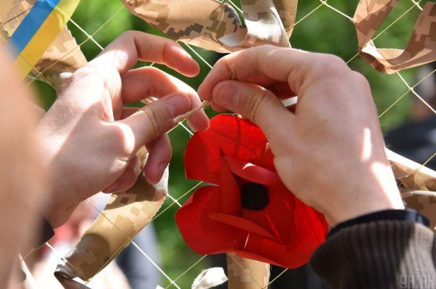 Зеленский обратился к украинцам и изменил обложку в Facebook по случаю Дня памяти и примирения