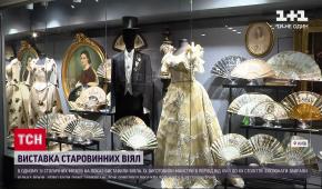З бивнів слона і з сусальним золотом: у Києві відкрили виставку старовинних віял