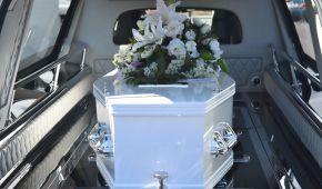 Арендовала гроб и пригласила родных: в Доминикане женщина устроила репетицию своих похорон