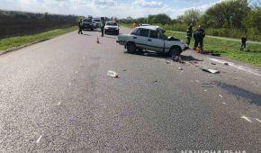 Под Харьковом в ДТП погибли два человека: фото