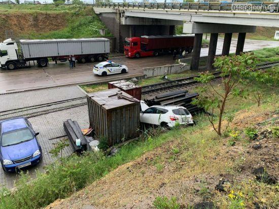 В Одесской области иностранец вместе с украинкой на арендованном авто упали со склона: фото
