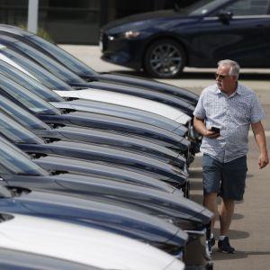 Купівля вживаного авто: як придбати машину з пробігом та водночас не втратити гроші