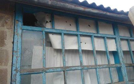 В штабе АТО показали последствия беспощадного обстрела боевиками окрестностей Новотроицкого