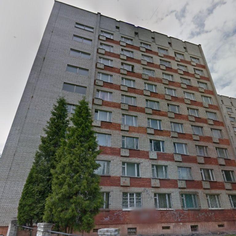 У Львові 17-річна студентка випала з 7 поверху гуртожитку і загинула