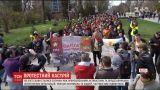 """Попытка полиции разблокировать """"Сбербанк"""" в Харькове закончилась дракой с активистами"""