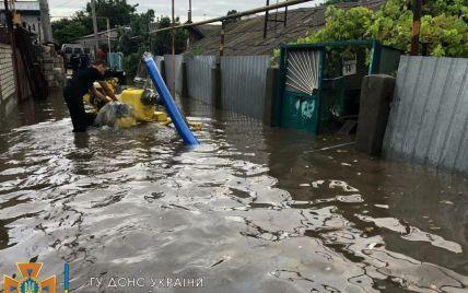 Ночной ливень в Одессе: потоком воды сносило людей, подтопило дома, не приземлялись самолеты