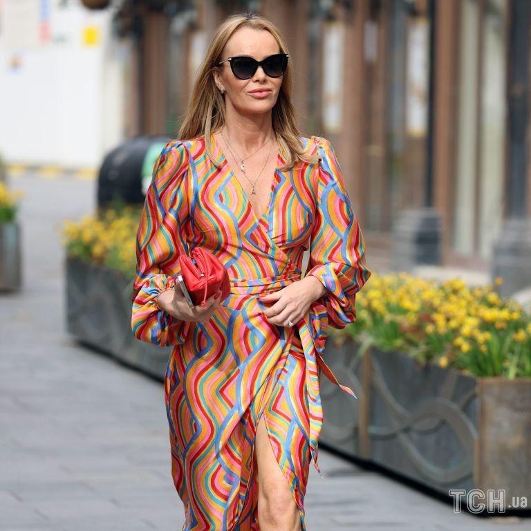 """У сукні з пір'ям і вишивкою: розкішна Аманда Голден з'явилася в ефірі """"Євробачення"""""""