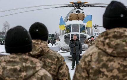 Порошенко передав військовим на Житомирщині модернізовані літаки і бронетехніку