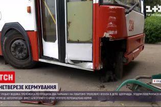 Новости Украины: в Луцке водительница троллейбуса разбила два забора и поехала в депо
