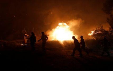 Вогонь наближається до Афін: у Греції через пожежі людей евакуювали з острова морем