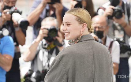 Странный лук и обувь не по размеру: модный провал швейцарской актрисы в Каннах
