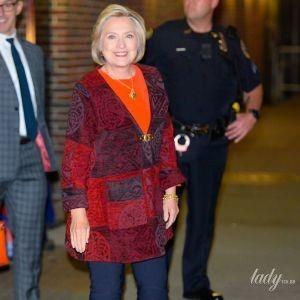 У модному жакеті і на шпильках: яскравий образ Гілларі Клінтон