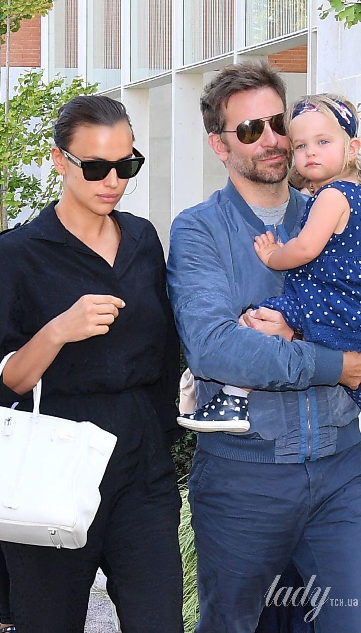 Ирина Шейк и Брэдли Купер с дочерью Леей / © Getty Images
