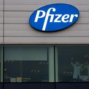 Вакцина от Pfizer стала доступна для всех желающих в центрах массовой вакцинации