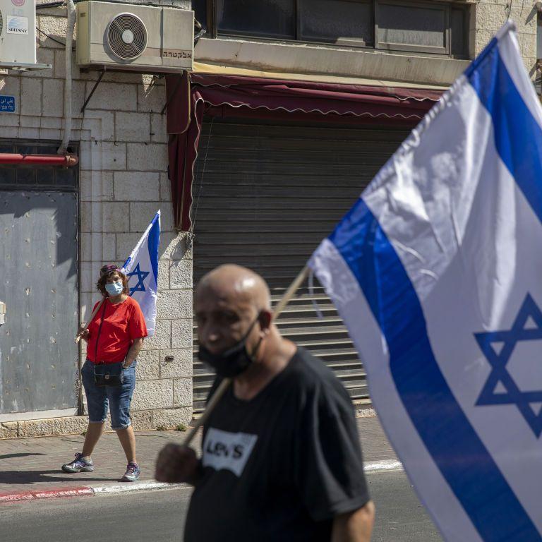 """В Ізраїлі через штам """"Дельта"""" знову почали носити маски: людям не рекомендують літати за кордон"""
