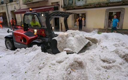 Європу лихоманить від негоди: вітри ламають дерева і зриває дахи, зливи топлять метро і вулиці