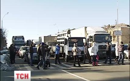 Родичі бійців АТО перекрили трасу під Києвом задля допомоги бійцям у Дебальцевому