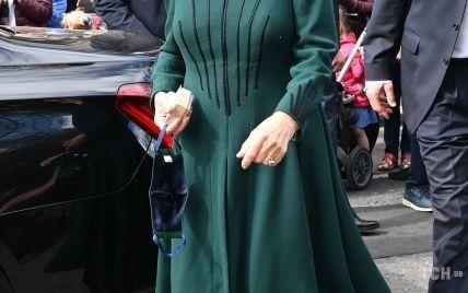 В улюбленій смарагдовій сукні: герцогиня Камілла з чоловіком приїхала до Північної Ірландії