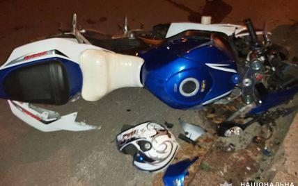 У Миколаївській області мотоцикліст зіткнувся з бордюром: пасажирка померла