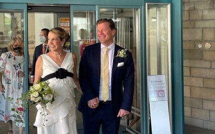 С черной лентой на платье: экс-принцесса Люксембурга во второй раз вышла замуж