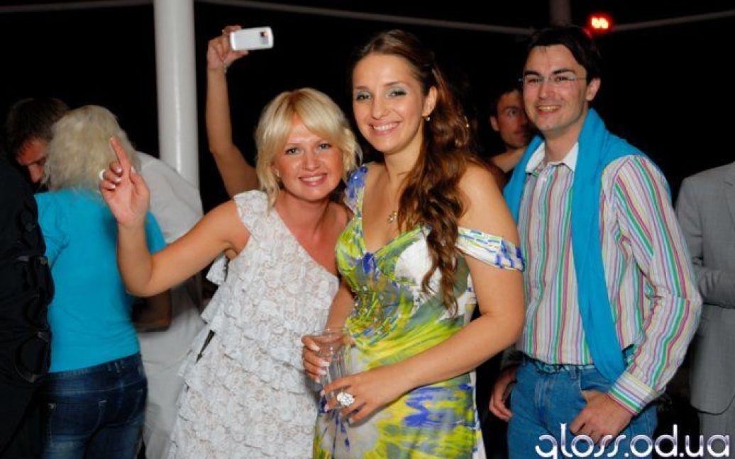 На відв'язній вечірці в Одесі тоді ще дружина рокера Шона Карра Євгенія Тимошенко познайомилась з Артуром Чечоткіним / © gloss.ua